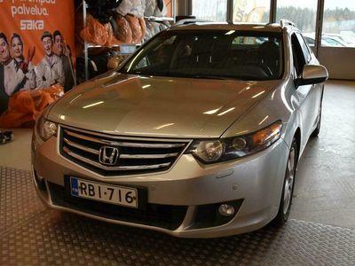 käytetty Honda Accord Tourer 2,0 Executive AT ** Suomi-auto / Vetokoukku / Lasikatto / Parkkitutkat / Muistipenkki / Sähkö