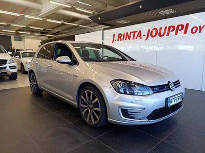 käytetty VW Golf GTE Plug-In Hybrid 150 kW (204 hv) DSG-automaatti 4-ovinen **KOUKKU** *** J. autoturva saatavilla, J