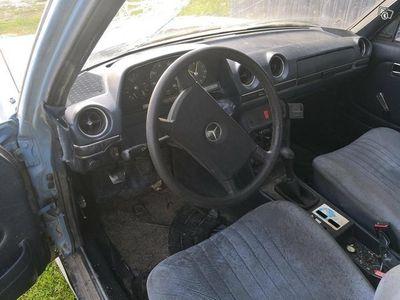 käytetty Mercedes 240 D
