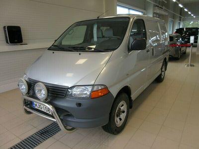 """käytetty Toyota HiAce 2,5 D-4D 100 5ov 4WD 4-veto """" Short Wheelbase """" EI VAIHTOA !"""