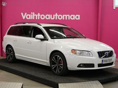 käytetty Volvo V70 2,4D Momentum aut *Siisti* *Suomi-auto* *Webasto kaukokäytöllä* *Nahat* *Xenon* *Blis* *Tutkat* *Nav