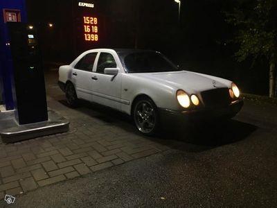 käytetty Mercedes E290
