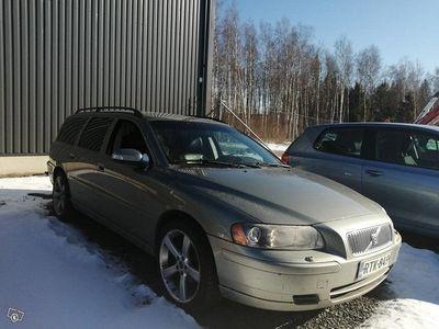 käytetty Volvo V70 D5 vm07 manuaali 398tkm 08/20 leimalle