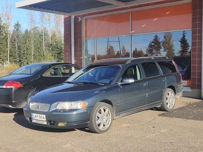 käytetty Volvo V70 2.5T AWD Classic ** Juuri tullut / Nelikko / Suomi-auto