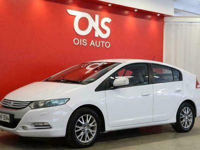 käytetty Honda Insight 1,3 Hybrid Elegance + TRENDIKÄSTÄ JA TALOUDELLISTA AJOA HELMENVALKEALLA HYBRIDI-LLA + RAHOITUS +