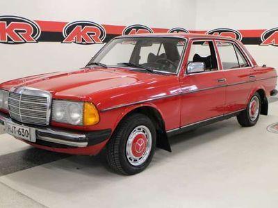 käytetty Mercedes 220 1234D SEDAN 5-220D-123D/2800