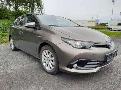 käytetty Toyota Auris Touring Sports 1,8 Hybrid Edition 1-Omisteinen Suomi-auto!