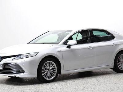 käytetty Toyota Camry Camry 2,5 Hybrid Style - Haluttu uutta vastaavahienolla valkoisella helmiäisvärillä ja loistavalla