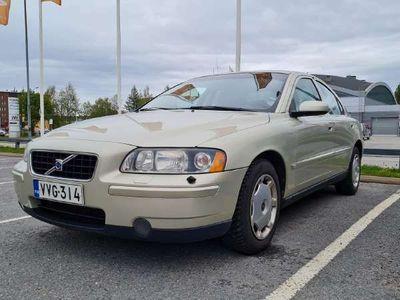 käytetty Volvo S60 2.4 4d 125kw *LÖYTÖPIHA*
