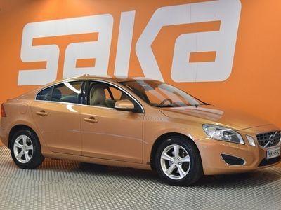 käytetty Volvo S60 D3 Momentum aut ** Suomi-auto / Webasto / P-Tutka / Koukku / Bluetooth **