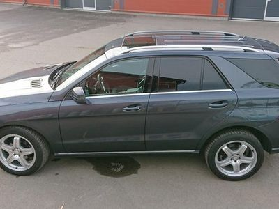 käytetty Mercedes ML350 / Runsaasti varusteltu