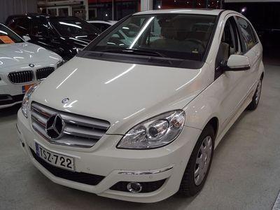 käytetty Mercedes B180 BE Business ** Merkkihuollettu / Suomi-Auto / Lasikatto / Tutkat **