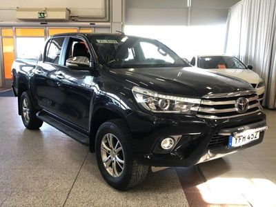 käytetty Toyota HiLux Double Cab 2,4 D-4D 150 4WD Premium Automaatti 2-paikkainen ** Webasto / ALV / KeyLessGo / Nahkasisu