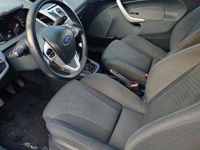 käytetty Ford Fiesta 1.6 TDCi 90hv van 2010