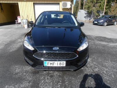 käytetty Ford Focus 1.0 92 kw egoboost manuaali