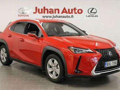 käytetty Lexus UX 250h AWD Premium. Teknologiapaketti ja navigointi.