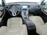 käytetty Volvo V60 D4 140kW AWD Business Automatic DriverSupport- ja HighTech-paketit, VOC, KeylessGo
