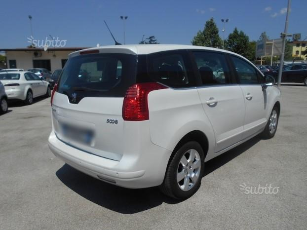 sold peugeot 5008 2 0 hdi 150 cv t used cars for sale autouncle. Black Bedroom Furniture Sets. Home Design Ideas