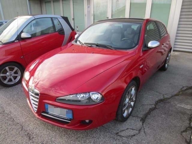 usata Alfa Romeo 147 1.6 16V TS 105CV 3 PORTE DISTINC