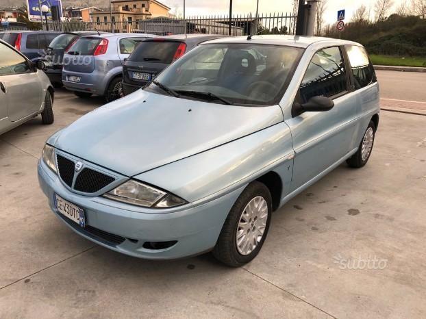 https://images.autouncle.com/it/car_images/06991b1f-be77-467a-bccc-380e0ce108a9_lancia-ypsilon-2003.jpg