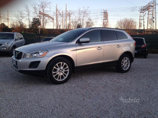sold volvo xc60 d momentum 4x4 mo used cars for sale. Black Bedroom Furniture Sets. Home Design Ideas
