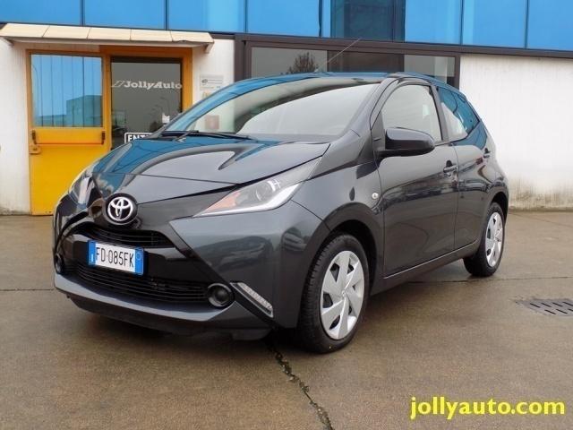 usata Toyota Aygo 1.0 VVT-i 69 CV 5 porte x-play MMT OK NEOPATENTATI