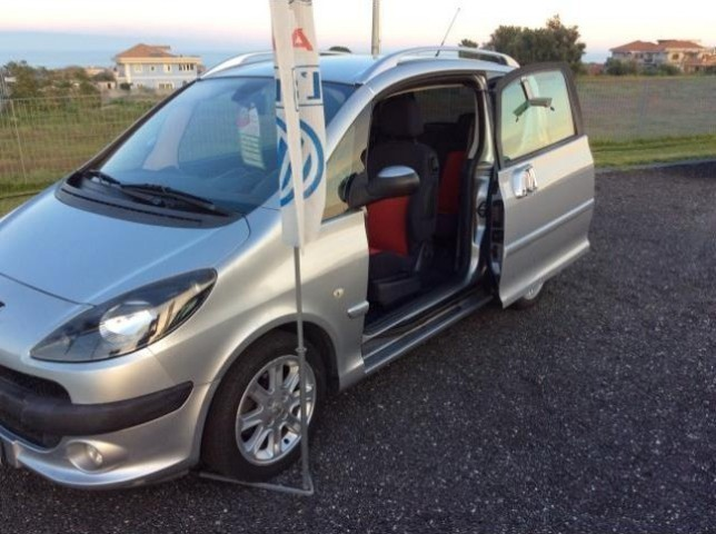 sold peugeot 1007 1 4 hdi happy used cars for sale autouncle. Black Bedroom Furniture Sets. Home Design Ideas