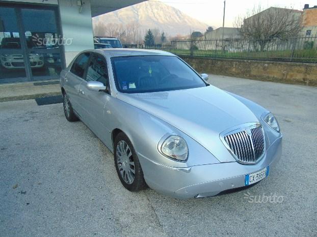 https://images.autouncle.com/it/car_images/0aadf1eb-edd9-492d-8cf0-68b9c9da5333_lancia-thesis-2-4-jtd-20v-aut-emblema.jpg