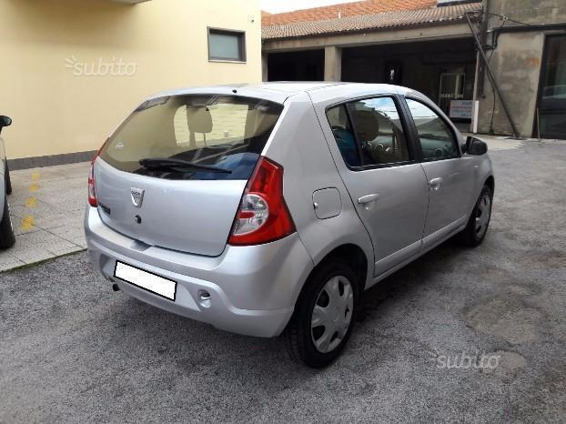 sold dacia sandero 1 4 gpl 2010 used cars for sale autouncle. Black Bedroom Furniture Sets. Home Design Ideas