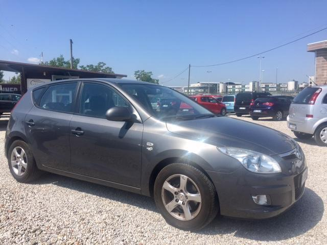 sold hyundai i30 1 6 crdi vgt 16v used cars for sale autouncle. Black Bedroom Furniture Sets. Home Design Ideas