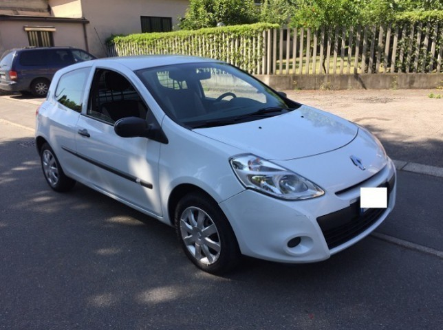 sold renault clio 1 5 dci 75cv 3 p used cars for sale autouncle. Black Bedroom Furniture Sets. Home Design Ideas
