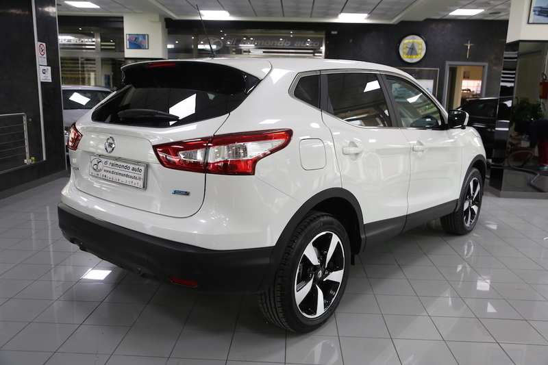 sold nissan qashqai 1 5 dci 110cv used cars for sale autouncle. Black Bedroom Furniture Sets. Home Design Ideas