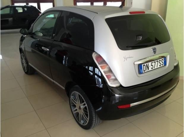 https://images.autouncle.com/it/car_images/137043b3-ac0a-49b5-a55c-e1983b3bebb6_lancia-ypsilon-1-3-mjt-75-cv-moda-milano.jpg