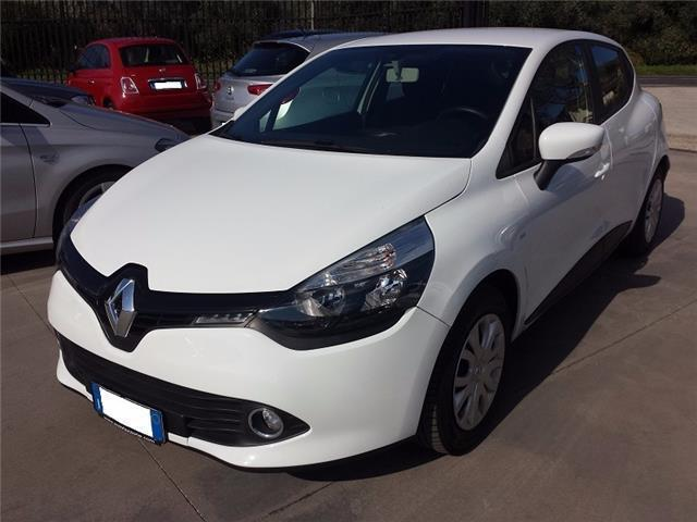 sold renault clio iv 1 5 dci 8v 75 used cars for sale autouncle. Black Bedroom Furniture Sets. Home Design Ideas