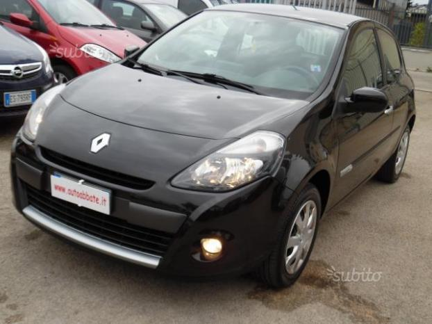 sold renault clio 1 2 16v tce 100c used cars for sale autouncle. Black Bedroom Furniture Sets. Home Design Ideas