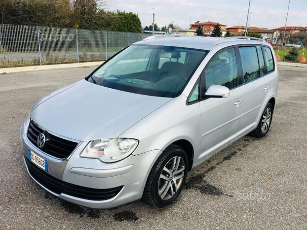 sold vw touran 1 9 tdi 105cv used cars for sale autouncle. Black Bedroom Furniture Sets. Home Design Ideas