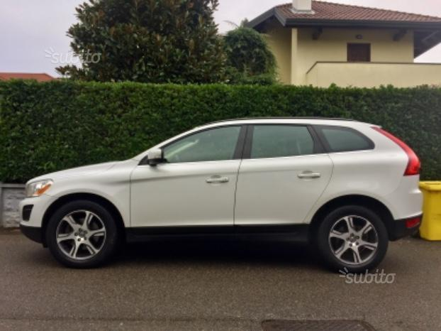 sold volvo xc60 2011 4x4 momentu used cars for sale. Black Bedroom Furniture Sets. Home Design Ideas