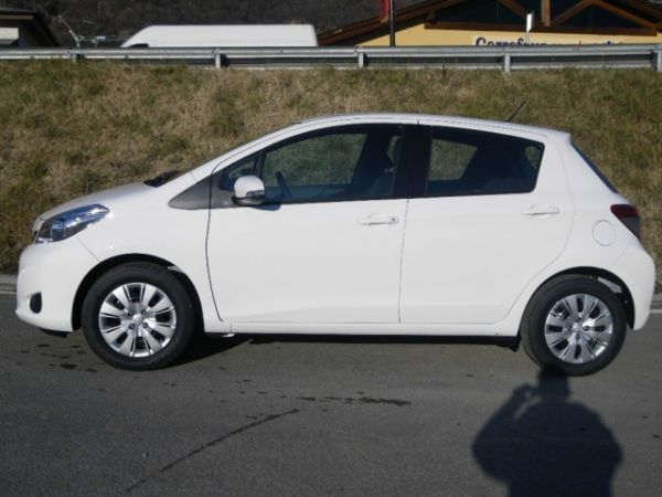 sold toyota yaris 1 0 5p active m used cars for sale. Black Bedroom Furniture Sets. Home Design Ideas