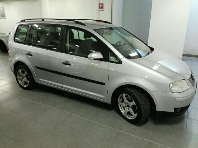 sold vw touran 1 9 tdi 101cv used cars for sale autouncle. Black Bedroom Furniture Sets. Home Design Ideas