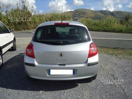 sold renault clio 3 serie 1 5 dci used cars for sale autouncle. Black Bedroom Furniture Sets. Home Design Ideas