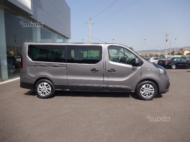 sold renault trafic 9 posti 2017 used cars for sale autouncle. Black Bedroom Furniture Sets. Home Design Ideas