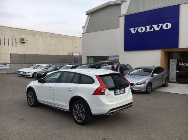 sold volvo v60 cc cross country d4 used cars for sale. Black Bedroom Furniture Sets. Home Design Ideas