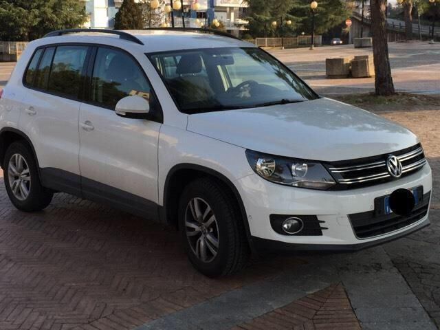 sold vw tiguan 2 0 tdi 110 cv cros used cars for sale autouncle. Black Bedroom Furniture Sets. Home Design Ideas