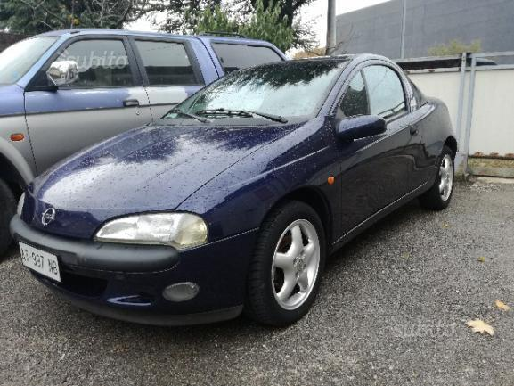 Sold opel tigra 1 4 16v 2000 used cars for sale for Interieur opel tigra 2000
