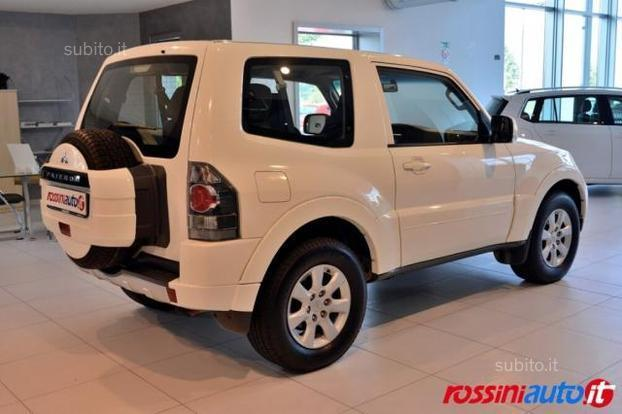 sold mitsubishi pajero 3 2 di d 20 used cars for sale autouncle. Black Bedroom Furniture Sets. Home Design Ideas