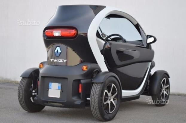 sold renault twizy 80 momodesign used cars for sale autouncle. Black Bedroom Furniture Sets. Home Design Ideas