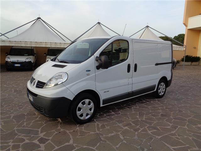 sold renault trafic 2 0 dci 115 pc used cars for sale autouncle. Black Bedroom Furniture Sets. Home Design Ideas