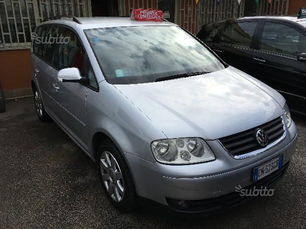 sold vw touran 1 9 tdi 105 cv 5 po used cars for sale autouncle. Black Bedroom Furniture Sets. Home Design Ideas