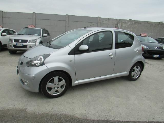 usato 1 4 turbodiesel 5 porte neopatentati toyota aygo 2006 km in ciampino. Black Bedroom Furniture Sets. Home Design Ideas