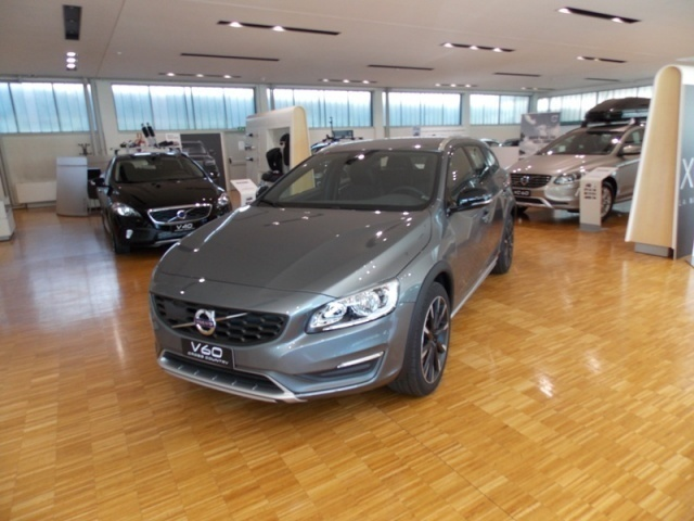sold volvo v60 cc cross country d3 used cars for sale. Black Bedroom Furniture Sets. Home Design Ideas